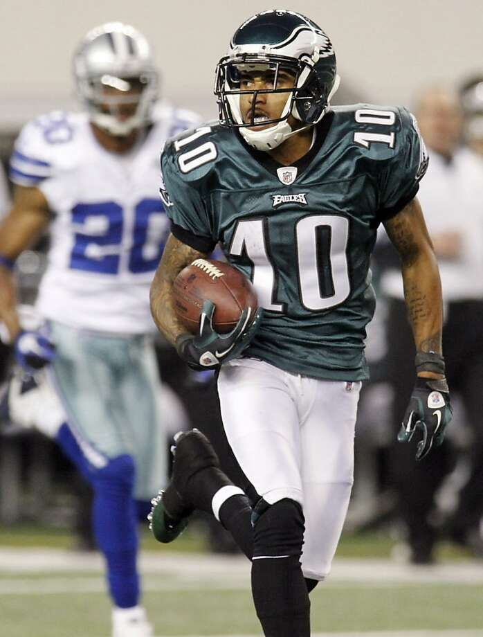 After catching the ball, Philadelphia Eagles wide receiver DeSean Jackson runs for a 91-yard touchdown against the Dallas Cowboys during the second half of an NFL football game, Sunday, Dec. 12, 2010, in Arlington, Texas. Photo: Sharon Ellman, AP