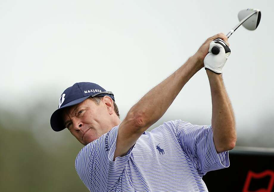 Davis Love III tees off on the 11th hole during the first round of the Honda Classic golf tournament in Palm Beach Gardens, Fla., Thursday, March 1, 2012. Photo: Lynne Sladky, Associated Press