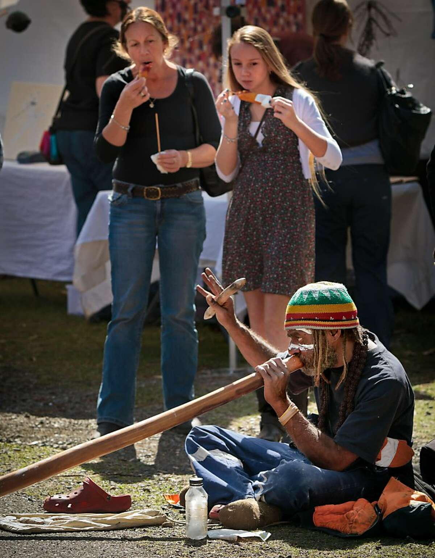 A local aborigine playing digiridoo at the Bangalo Craft market in Bangalo, Australia.