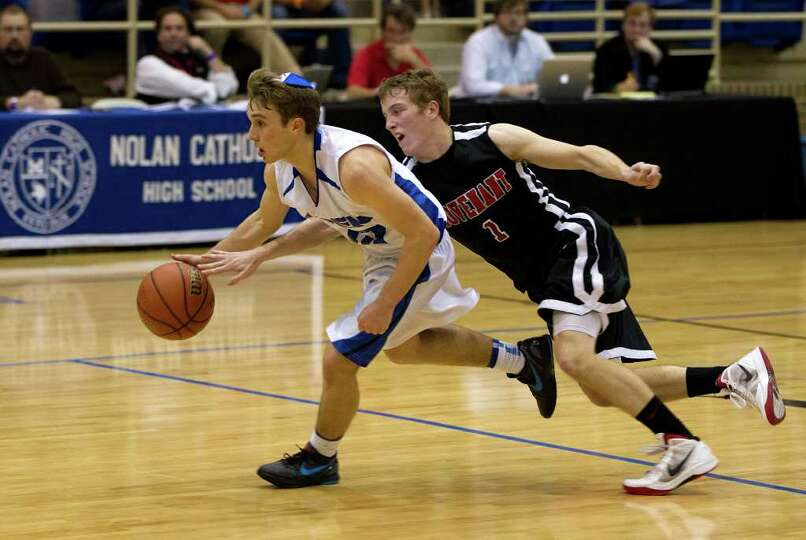 Dallas Covenant guard Carson Sharpless (1) tries to steal the ball from Beren Academy guard Isaac Mi