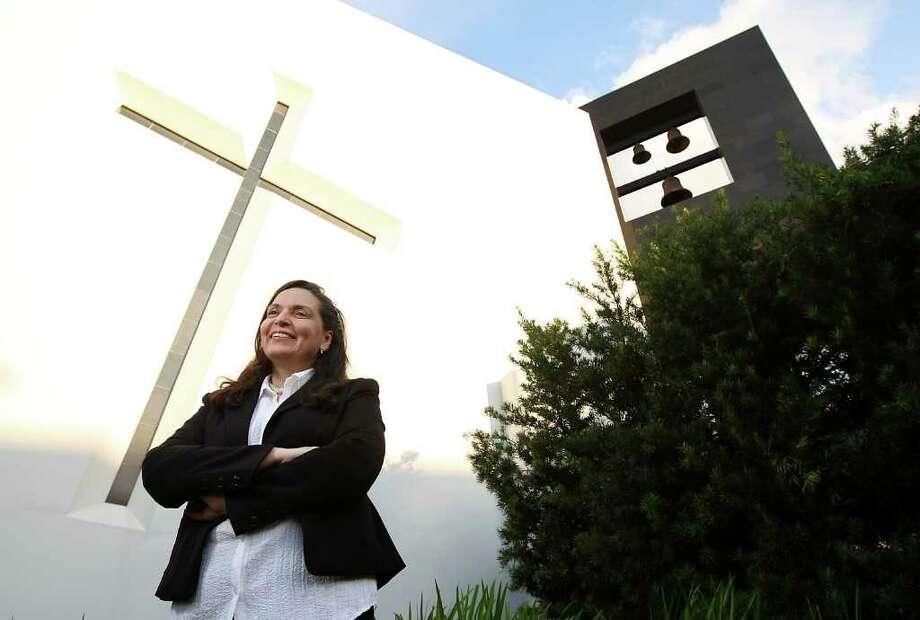 A través de talleres y mentorías, la meta de Laura Celis es facilitarles a los inmigrantes la transición a un nuevo país. Photo: Karen Warren / © 2012  Houston Chronicle