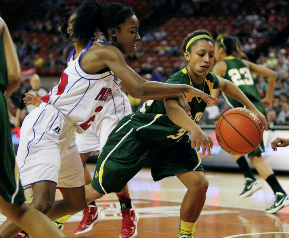 Duncanville's Tasia Foman (20) goes for a loose ball against Houston Cypress Falls' Loryn Goodwin (32). Photo: Erich Schlegel, Houston Chronicle / ©2012 Erich Schlegel
