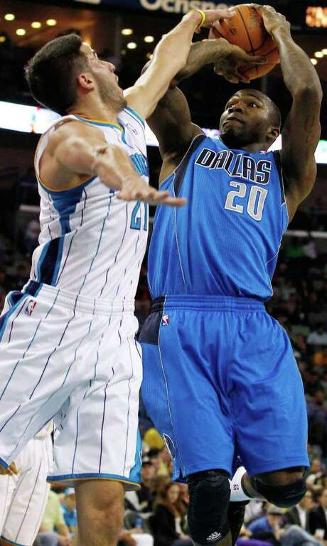 Greivis Vasquez (left), rejecting Dominique Jones of Dallas, and the Hornets led the entire second half to send the Mavs to their fourth straight loss. Photo: AP