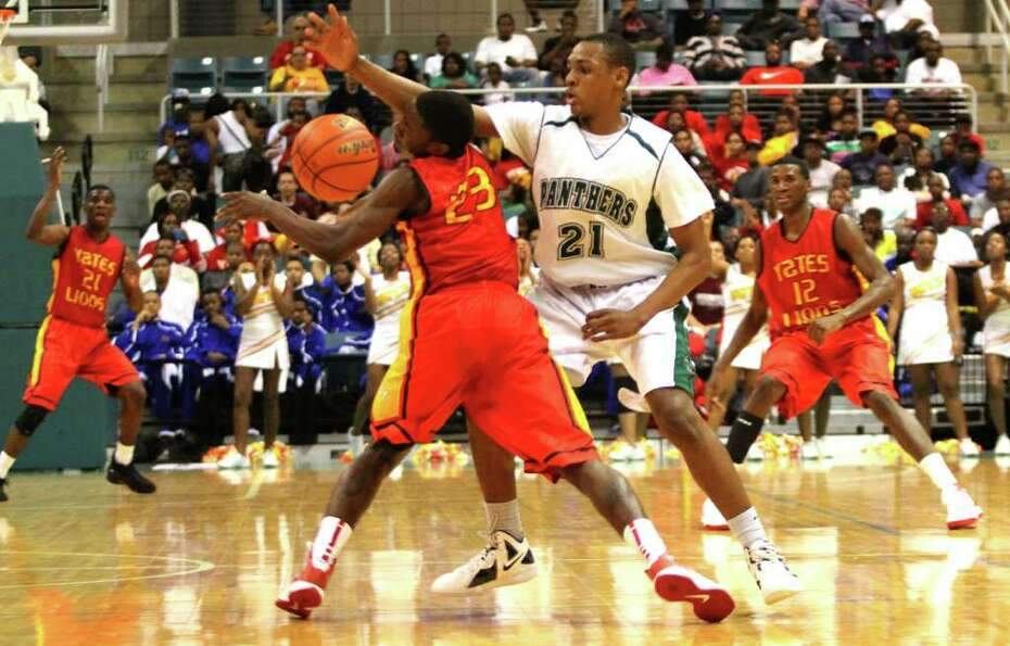 3/2/2012: Darrion Martin #23 of Yates is pressured by Dante Willis #21 of Kingwood Park in the 4A re
