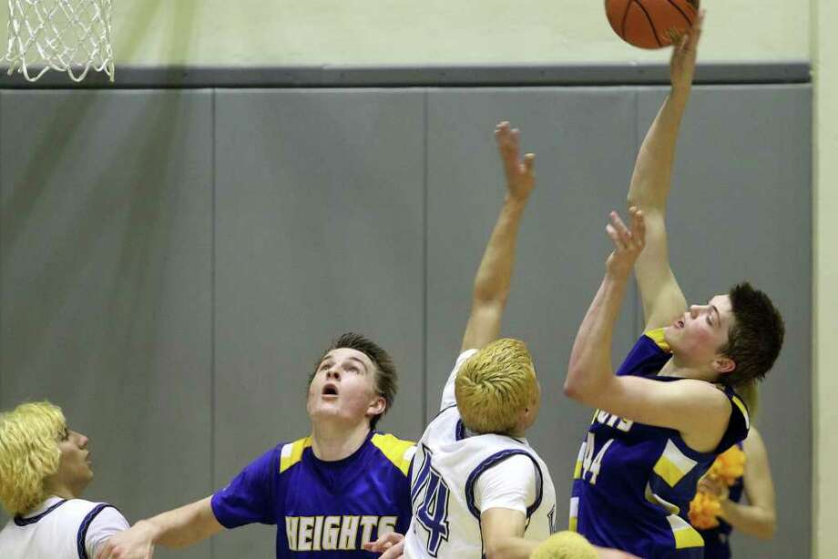 Heights' Ben lammers shoots in the first half. Alamo Heights beat Lanier 72-58 in the Region IV-4A semifinals at Littleton Gymnasium, Friday, March 2, 2012. (JENNIFER WHITNEY) Photo: JENNIFER WHITNEY, Express-News / special to the Express-News