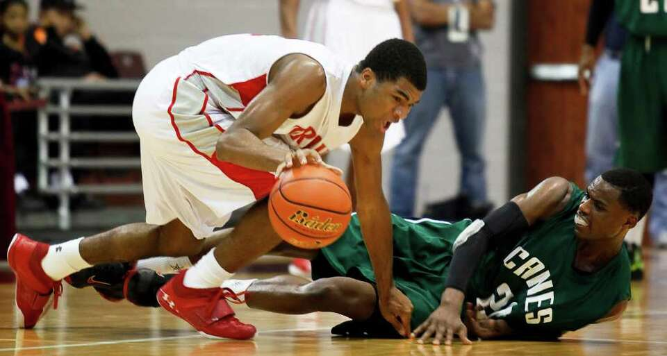 The Fort Bend Travis Tigers Andrew Harrison (5) scrambles for the ball against Fort Bend Hightower f