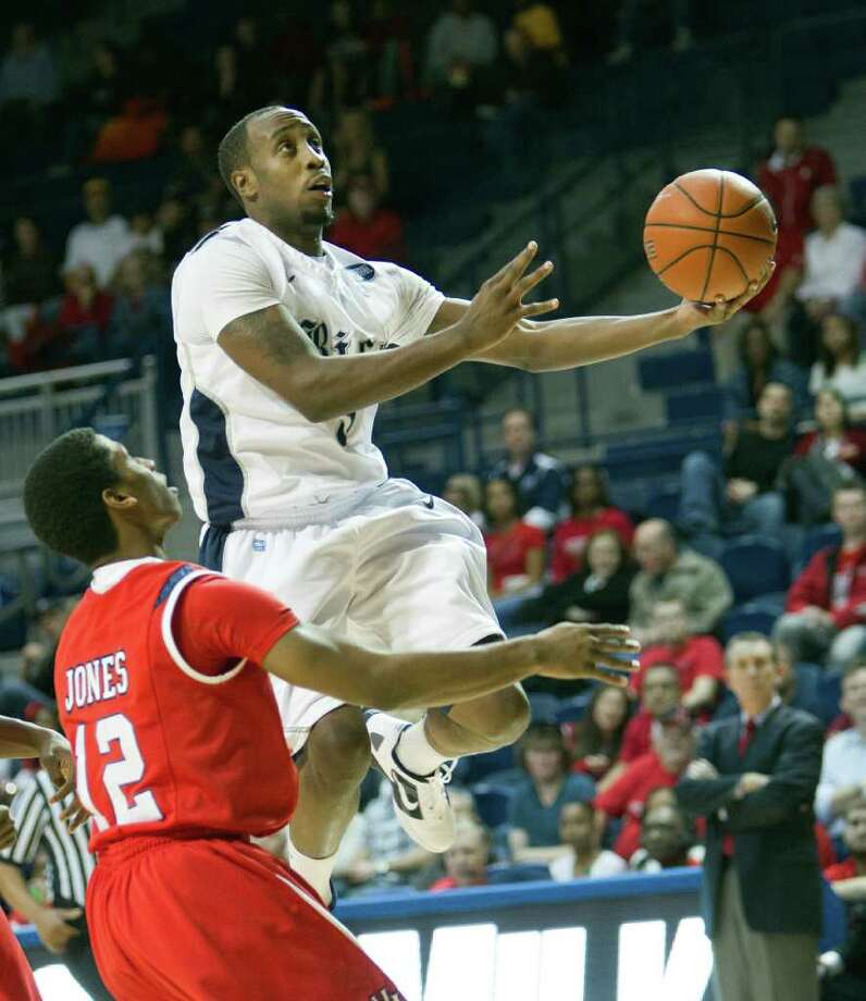 Rice's Tamir Jackson had 11 of his 18  points in the second half. Photo: Bob Levey, Houston Chronicle / ©2012 Bob Levey