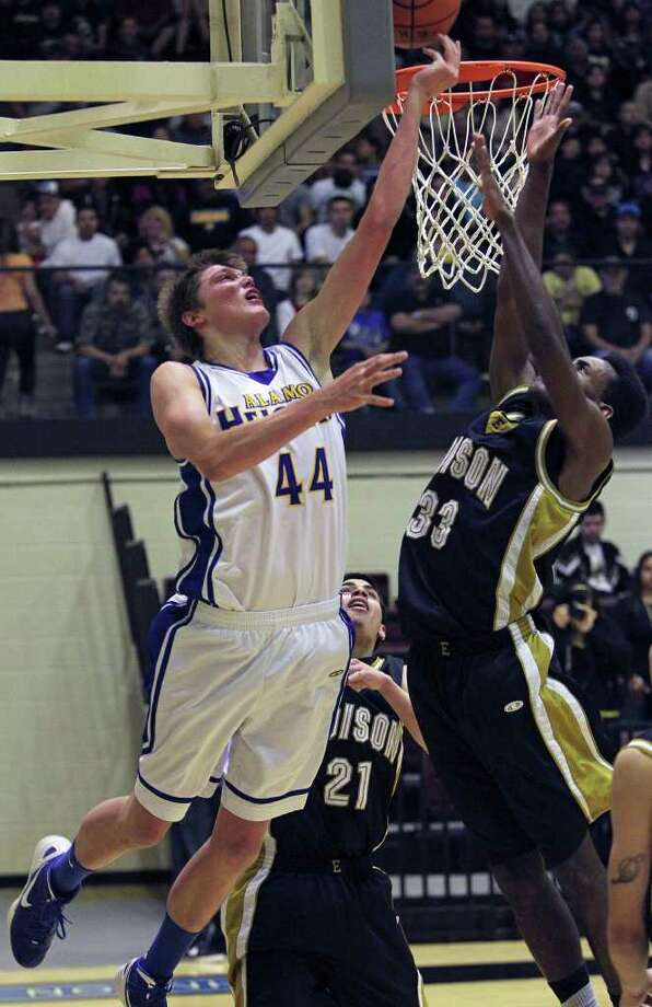 Mules post Ben Lammers comes from underneath to score against Phillip Johnson as Alamo Heights beats Edison 50-39 in Region IV 4A finals at Littleton  Gym on March 3, 2012 Tom Reel/ San Antonio Express-News Photo: TOM REEL, Express-News / San Antonio Express-News