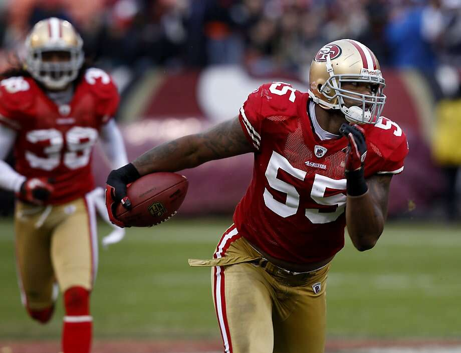 Linebacker Ahmad Brooks returns a deflected pass to set up a 49ers touchdown in the second half against the Cardinals in the last game of the regular season at Candlestick Park on Sunday. Photo: Brant Ward, The Chronicle
