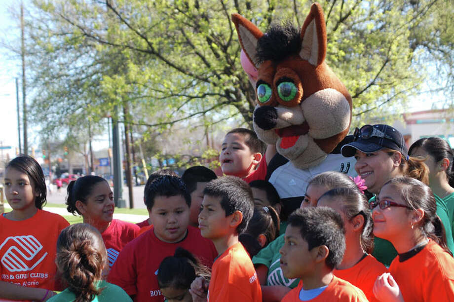 An estimated 40,000 people joined the city's celebration of physical activity, Síclovía, Sunday. Photo: Erica Mendez