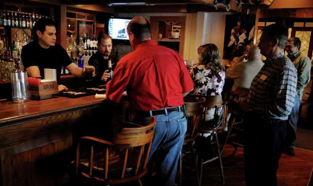 Pub Crawl The Barn Door Bar Patio San Antonio Express News