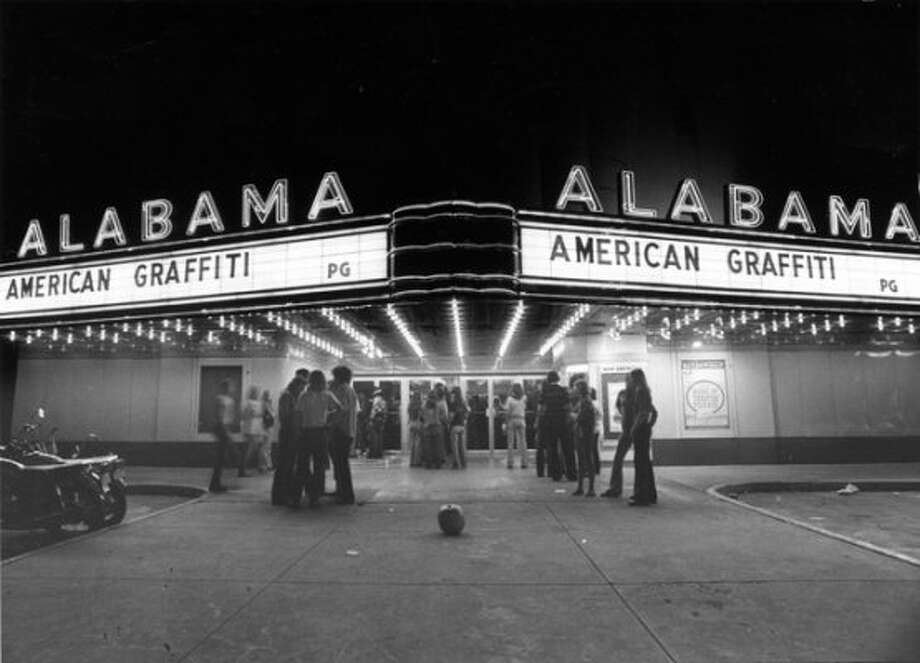 Moviegoers gather outside the Alabama to see 'American Graffiti,' November 1973. (Danny Connolly : Post file) (Danny Connolly / Houston Chronicle)
