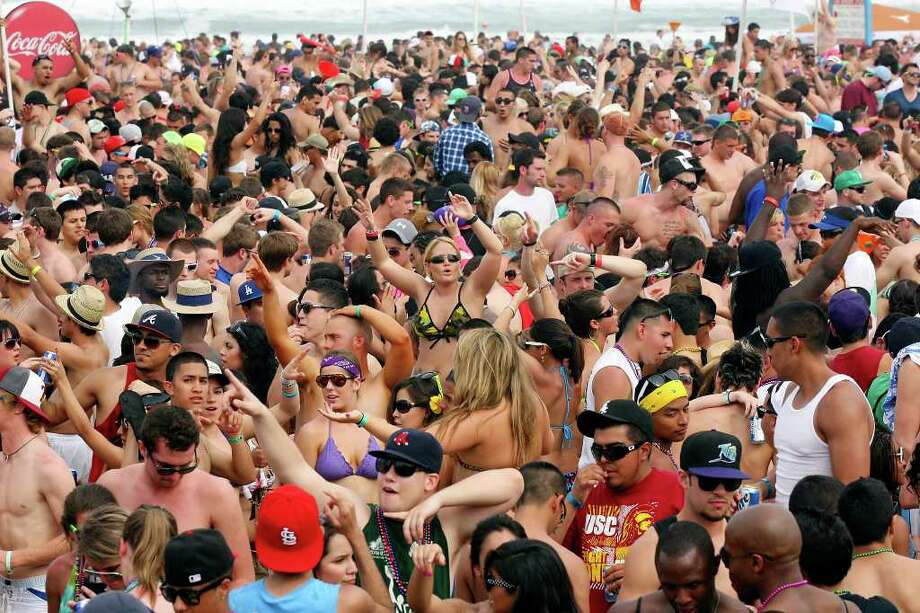 This was the scene last year at Coca-Cola Beach during Texas Week on South Padre Island. Photo: EDWARD A. ORNELAS, SAN ANTONIO EXPRESS-NEWS / SAN ANTONIO EXPRESS-NEWS NFS