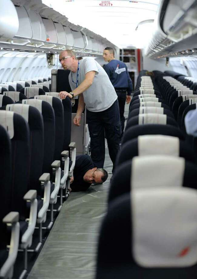 Air France-KLM technicians install seats on an Airbus A321 on February 2, 2010 in Toulouse, France. Photo: REMY GABALDA, AFP/Getty Images / 2010 AFP