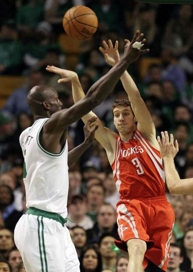 Goran Dragic passes the ball as Kevin Garnett plays defense. Photo: Elsa, Getty Images / 2012 Getty Images