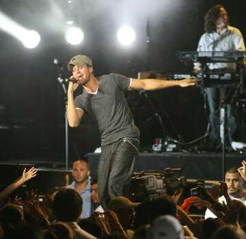 Enrique Iglesias performs at the Cynthia Woods Mitchell Pavilion in 2008.  (Bill Olive / For The Chronicle)