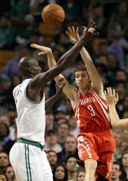 Rockets guard Goran Dragic passes the ball over Boston's Kevin Garnett. (Elsa / Getty Images)