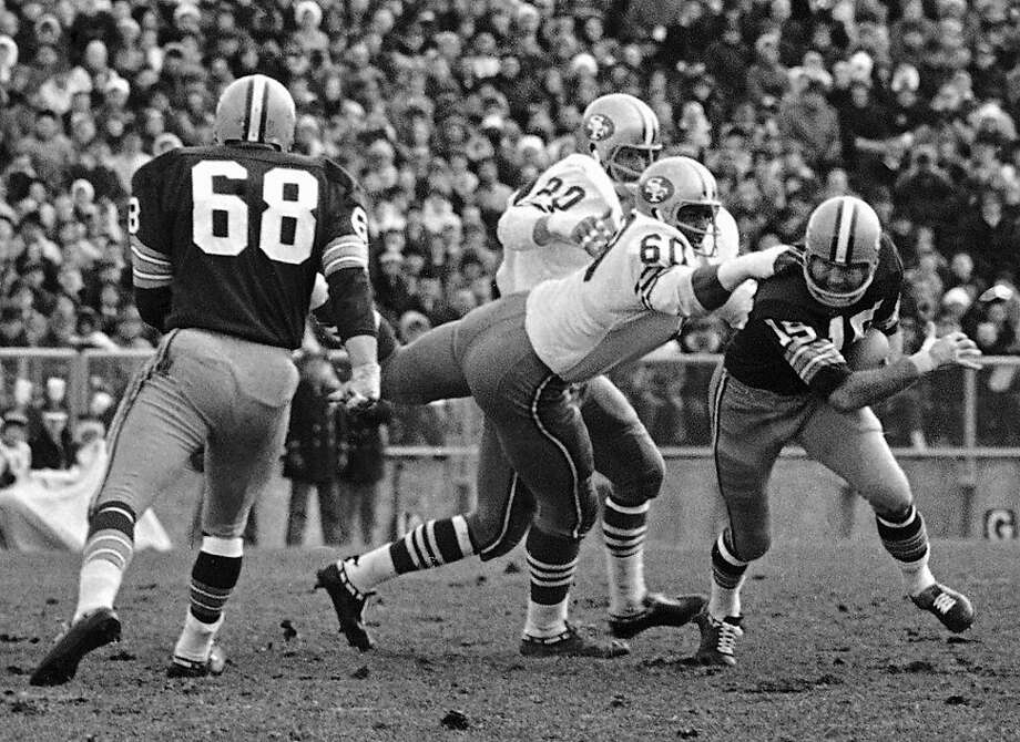 FILE - In this Nov. 19, 1967, file photo, Green Bay Packers quarterback Bart Starr (15) is caught behind the line of scrimmage by San Francisco 49ers' Roland Lakes (60) during an NFL football game in Green Bay, Wis. The 49ers say Lakes has died. He was 72. The team said Lakes died Monday, March 5. A second-round draft pick by San Francisco in 1961 out of Wichita State, Lakes had until 2010 been the 49ers' youngest starting lineman in team history at 21 years, 11 months and 24 days when he played as a rookie in 1961. (AP Photo/File) Photo: Associated Press