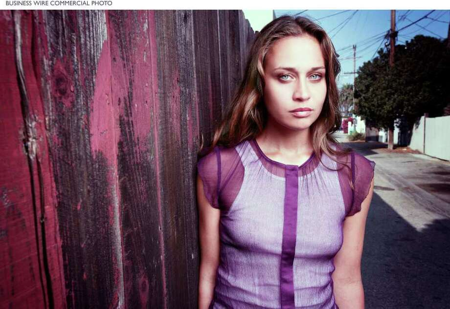 "Fiona Apple completes long awaited new album ""Extraordinary Machine"" (Photo Credit: Lionel Deluy) Photo: BUSINESS WIRE / Epic Records"