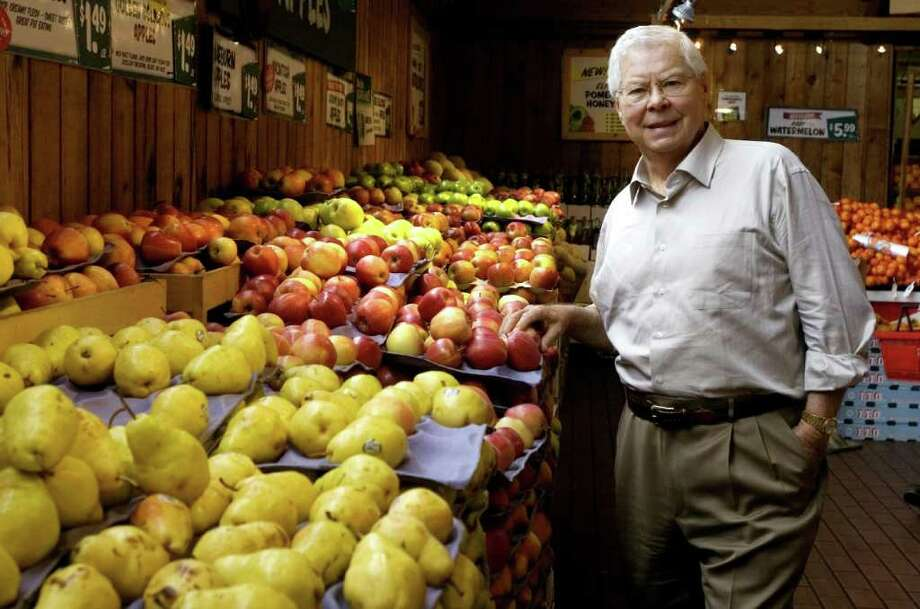 """Stew Leonard in his Norwalk, Conn. store on Monday November 2, 2009. Dairy store owner Stew Leonard Sr. is being sued by the wife of a former Westport home builder who died after being washed off Leonard's boat in the Caribbean last year. In the lawsuit filed Wednesday, March 7, 2012, Barbara Speranza claims her husband, Robert Speranza, 73, died as the result of the reckless and negligent behavior of Leonard and his son, Thomas Leonard, in operating the 70-foot powerboat, """"Stew's Special."""" Photo: Dru Nadler, File Photo"""