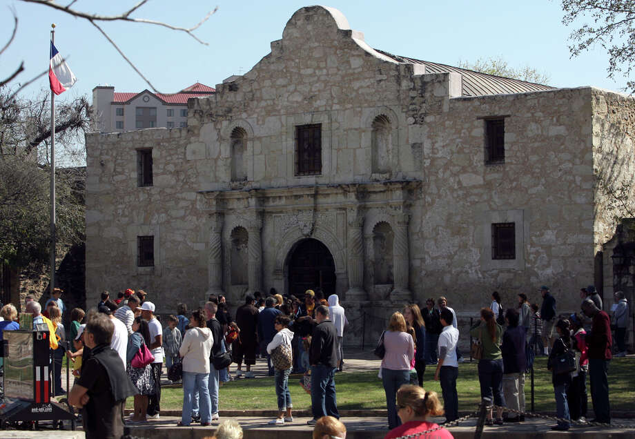 One reader says the controversy over the Daughters of the Republic of Texas and the Alamo shows that the group has a sense of entitlement in the way it ran the San Antonio landmark. Photo: JOHN DAVENPORT, SAN ANTONIO EXPRESS-NEWS / jdavenport@express-news.net
