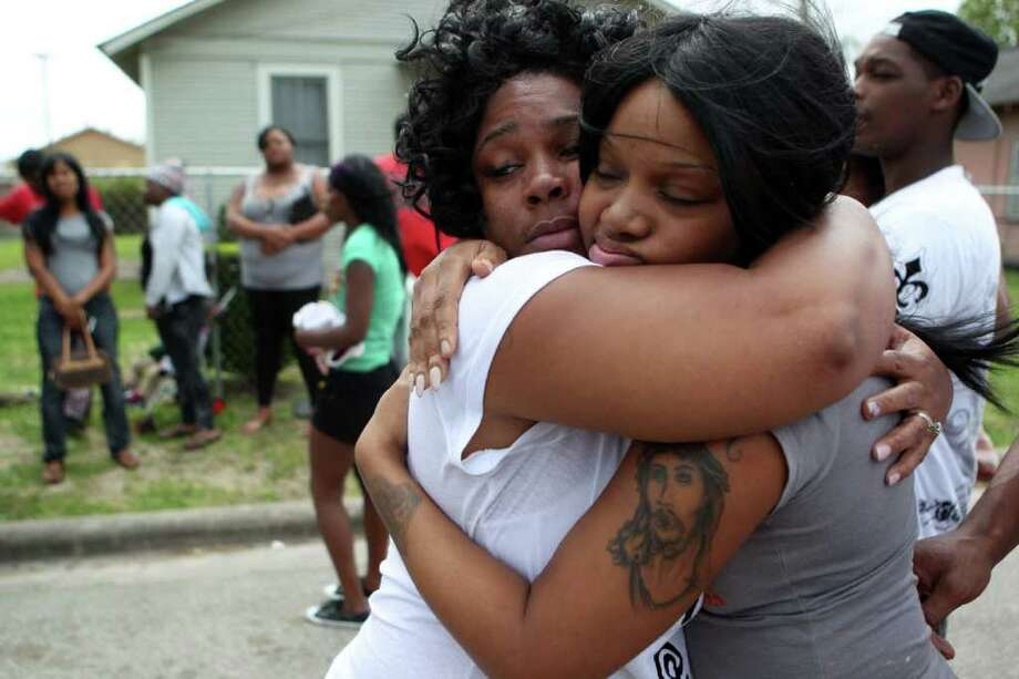 Shavyra Hicks, left, comforts Jennifer Sykes, 32, sister of a man who was shot and killed in the 3400 block of Reeves in southeast Houston on Wednesday. Photo: Johnny Hanson / © 2012  Houston Chronicle