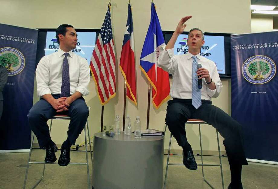 With Mayor Julián Castro at his side, U.S. Secretary of Education Arne Duncan answers questions at a town hall meeting to discuss affordability and Hispanic schooling issues at the Café College. Photo: TOM REEL, San Antonio Express-News / San Antonio Express-News