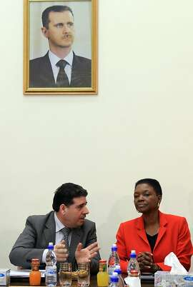 UN humanitarian chief Valerie Amos (R) meets with Syrian Minister of Health Wael Nader al-Halqi in Damascus, on March 8, 2012, during her two-day visit to urge the regime to allow aid into battered protest cities.