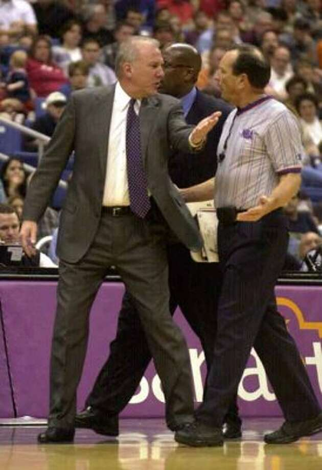 SPORTS - Spurs coach Gregg Popovich has words with an official during second-quarter action against the Memphis Grizzlies in the San Antonio Alamodome on Tuesday, March 12, 2002. BILLY CALZADA / STAFF (SAN ANTONIIO EXPRESS-NEWS)