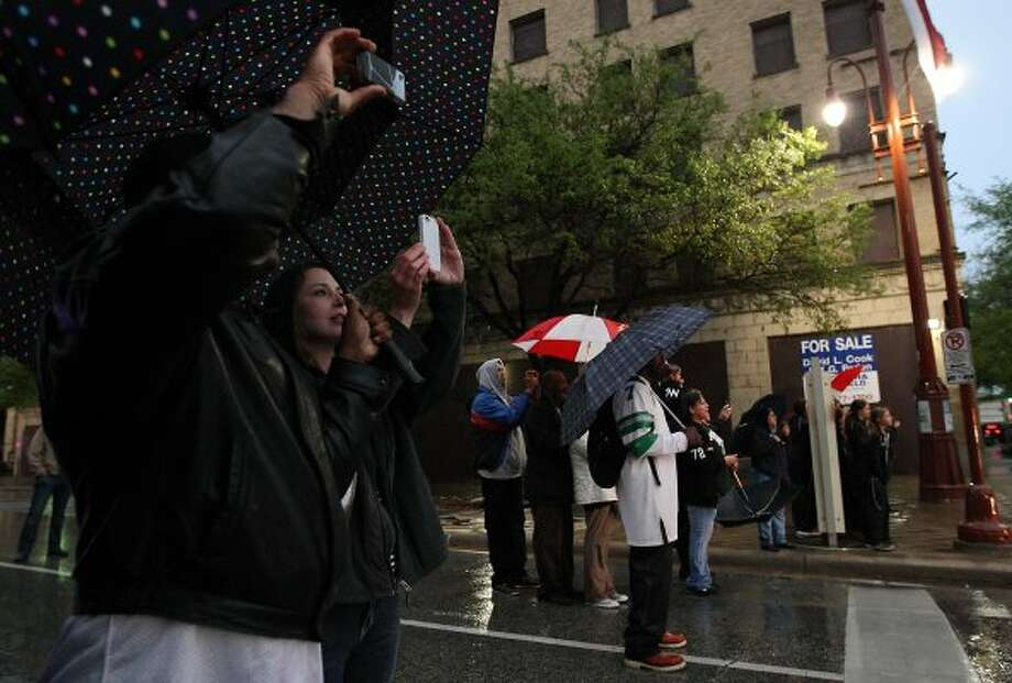 Crowds braved the cool temperatures and rain to see the president. (Karen Warren / Houston Chronicle)
