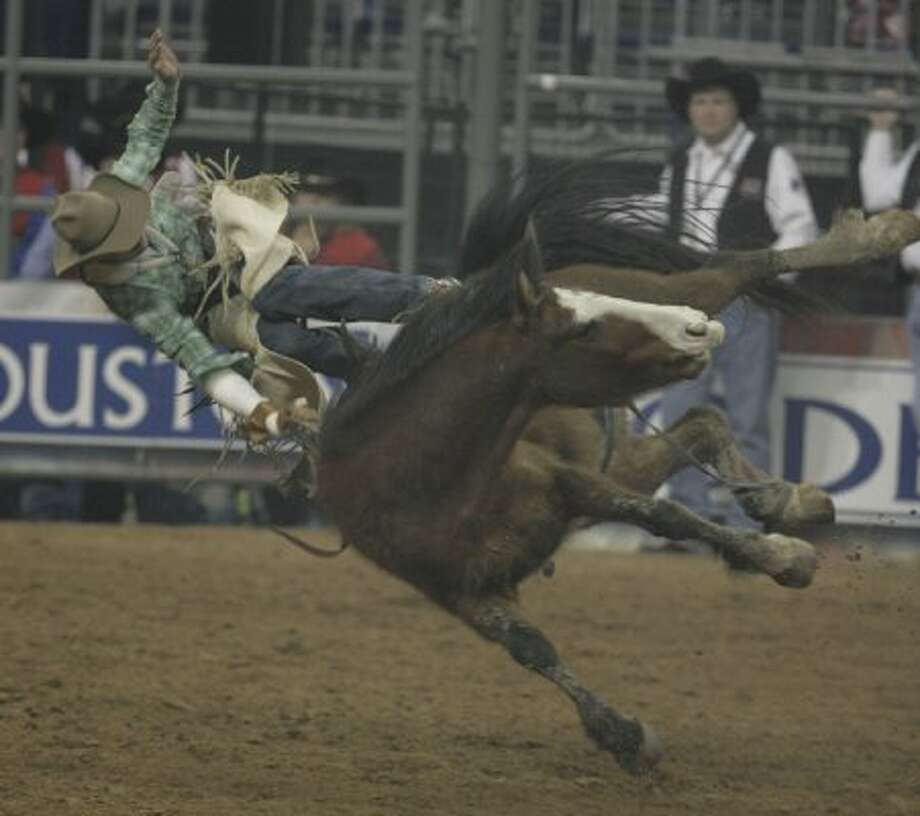 Dave Worsfold gets knocked off the horse during the bareback riding competition at the Houston Rodeo on Friday, March 14, 2008, in Houston. (Julio Cortez / Chronicle)