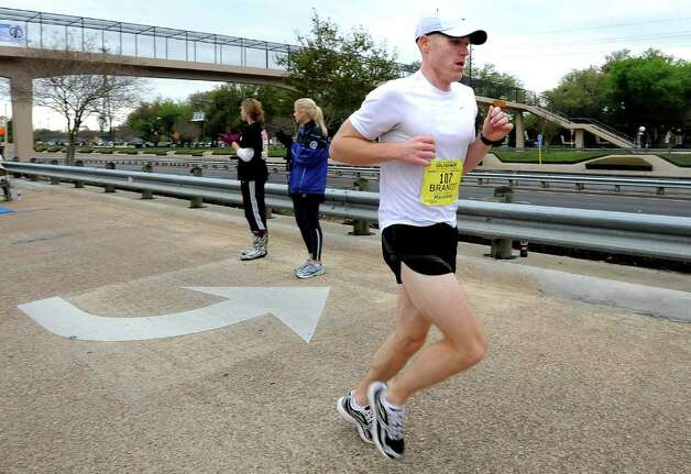 Brandt Stiggins reaches the half way point of the Gusher Marathon in Beaumont, Saturday, March 10, 2012. Tammy McKinley/The Enterprise Photo: TAMMY MCKINLEY