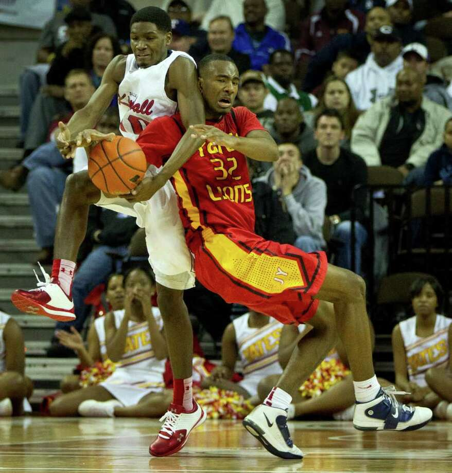 Dallas Kimball guard Torrey Henry (10) wrestles a ball away from Houston Yates forward Clyde Santee Photo: Smiley N. Pool, Houston Chronicle / © 2012  Houston Chronicle