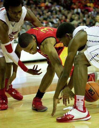 Houston Yates guard/forward Chris Wells (33) loses the ball as he is defended by Dallas Kimball's Da