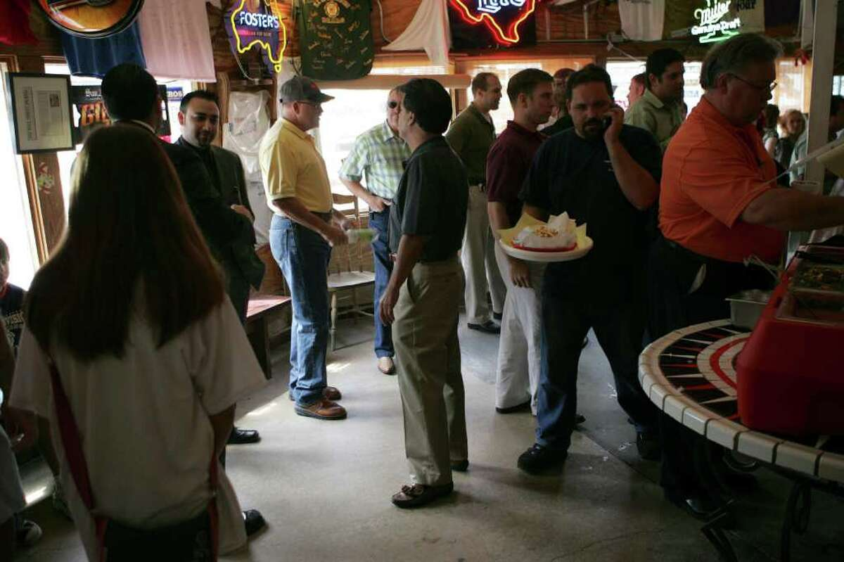 TASTE - Chris Madrid (center) talks with customers waiting in line to order a famous Chris Madrid burger on Blanco Rd. Tuesday July 31, 2007. KEVIN GEIL/STAFF