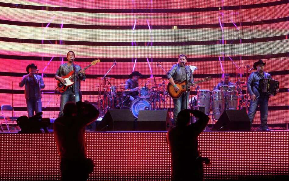 Duelo performs in concert at the Houston Livestock Show and Rodeo in Reliant Stadium Sunday, March 1