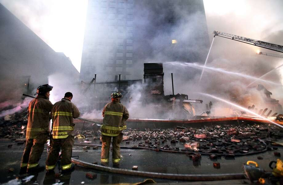 San Antonio firefighters respond to the fire that destroyed the Wolfson Building. Photo: Express-News File Photo