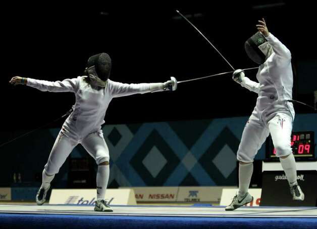 San Antonio sisters Kelley and Courtney Hurley battle during a fencing women's individual epee final bout at the Pan American Games in Guadalajara, Mexico, on Oct. 26. Courtney won the gold medal. Photo: Jorge Saenz, Associated Press