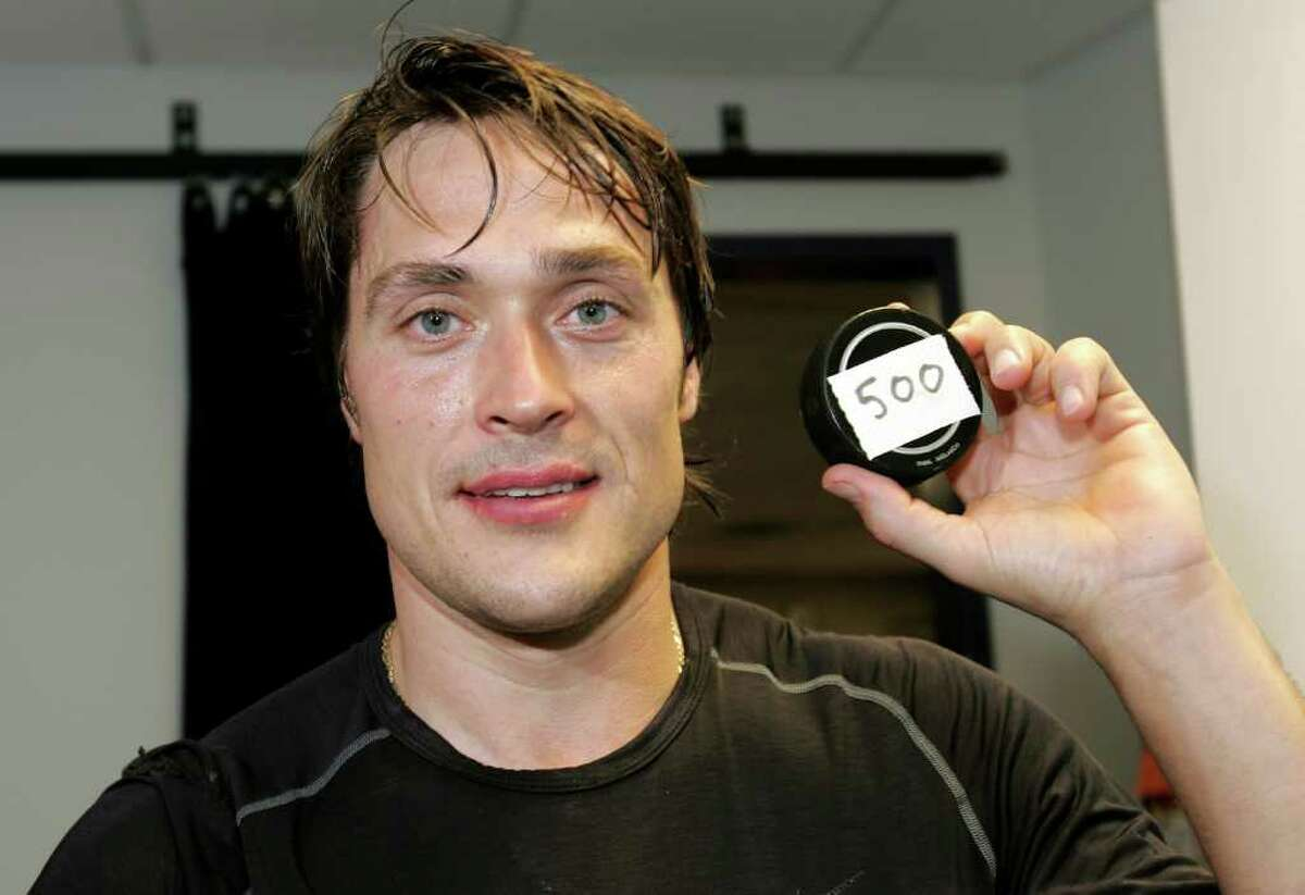 DENVER - NOVEMBER 22: Teemu Selanne #8 of the Anaheim Ducks poses with the puck after he scored his 500th career goal on goaltender Jose Theodore of the Colorado Avalanche in the second period on November 22, 2006 at the Pepsi Center in Denver, Colorado. The Avalanche defeated the Ducks 3-2 in an overtime shoot out. (Photo by Doug Pensinger/Getty Images) *** Local Caption *** Teemu Selanne