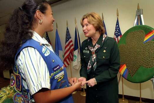 Kathy Cloninger (right), CEO of National Girl Scouts chats with Girl Scout Katrina Stanigar, Wednesday, Nov. 17, 2004, at a reception for Cloninger at the local office. Photo: BOB OWEN, Express-News File Photo / SAN ANTONIO EXPRESS-NEWS