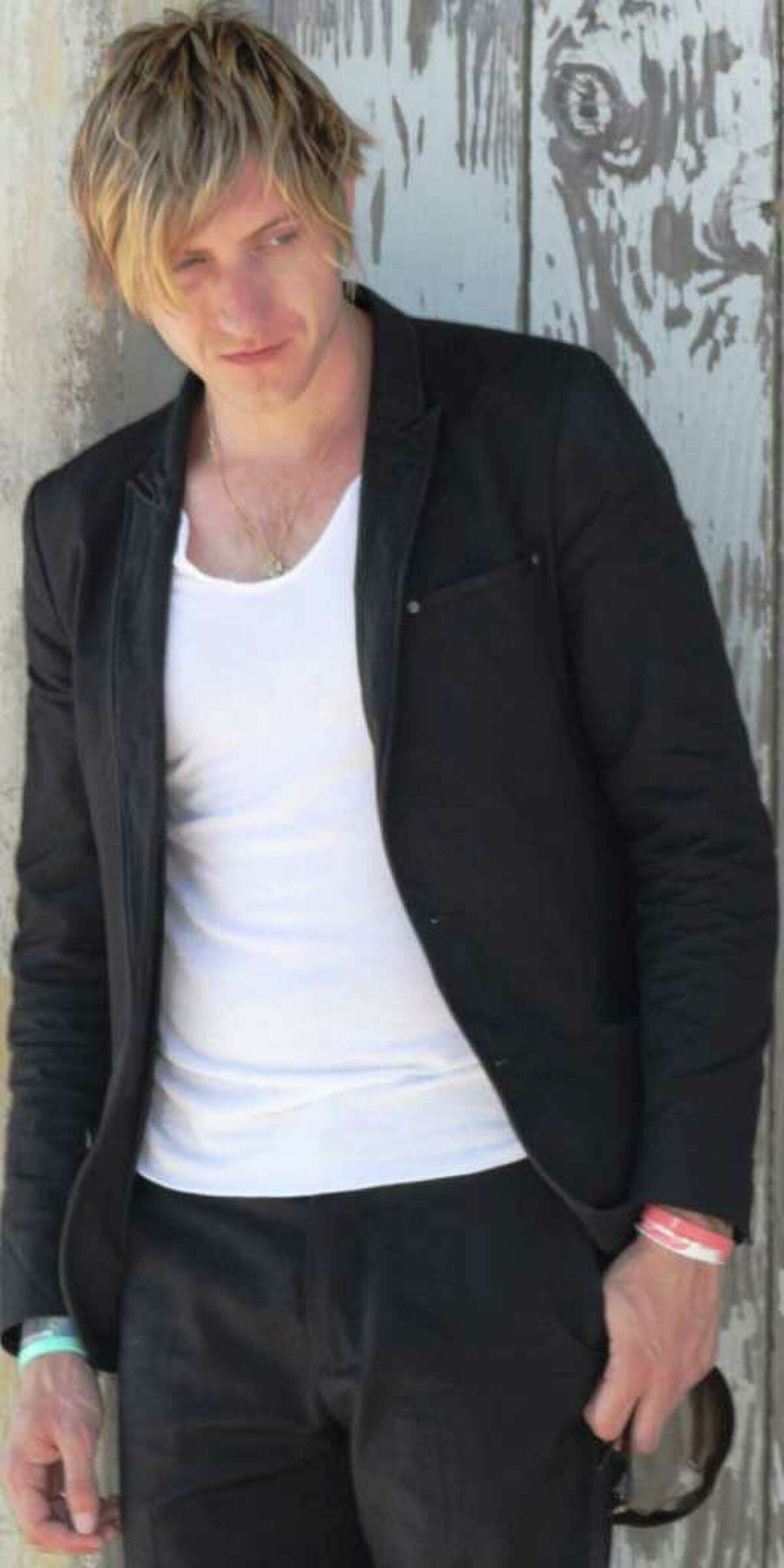 British singer-songwriter Lee MacDougall