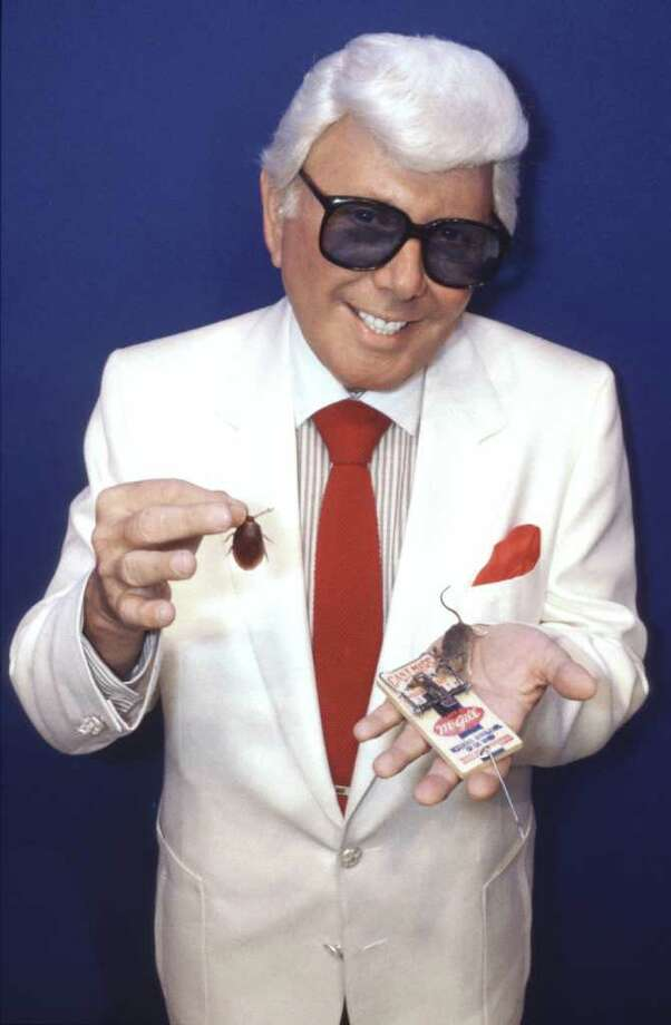 02/26/1986 -- Marvin Zindler  - rat and roach report.  1986 The Houston Post Co. Photo: Ira Strickstein / Houston Post Files