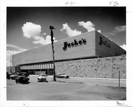 Joske's department store,  Houston Texas, Sept. 19, 1956.     HOUCHRON CAPTION (03/01/2005) SECNEWS:  JOSKE'S IN 1956: Joske's, Beall's, Weiner's and Battelstein's have given way to national giants Costco, Sam's, Best Buy and Wal-Mart. Photo: Stiles And Associates / handout
