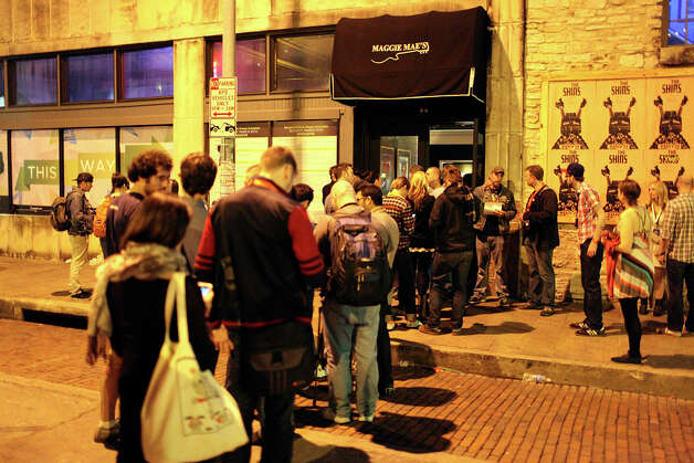 People in line for the CNET party at Maggie Mae's during South by Southwest on March 11, 2012,  in Austin. Photo: EDWARD A. ORNELAS, Edward A. Ornelas/Express-News / © SAN ANTONIO EXPRESS-NEWS (NFS)