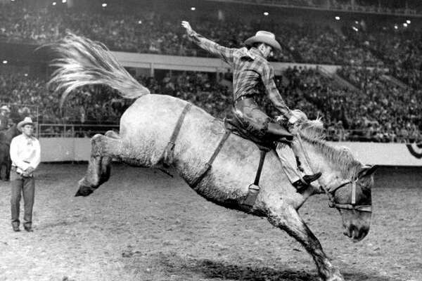 Cowboy Bill Nelson takes a wild ride on bucking saddle bronc. (03/08/1970) (OTHELL O. OWENSBY JR. / HOUSTON CHRONICLE)