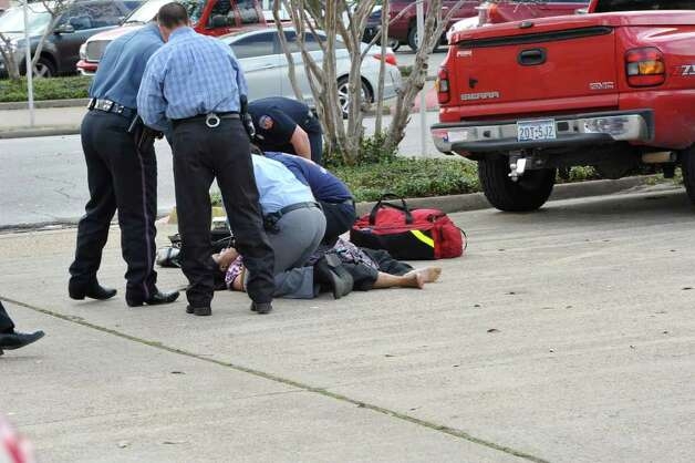 WARNING: Some of the following photos may contain graphic content. A suspected gunman held police at bay after he allegedly killed one person in a shooting at the Jefferson County courthouse in downtown Beaumont late Wednesday morning.  The shooing happened about 11:20 a.m. at the Jefferson County Courthouse in the 1000 block of Pearl about 11:20 a.m., according to the Beaumont Police Department. Dave Ryan/The Enterprise