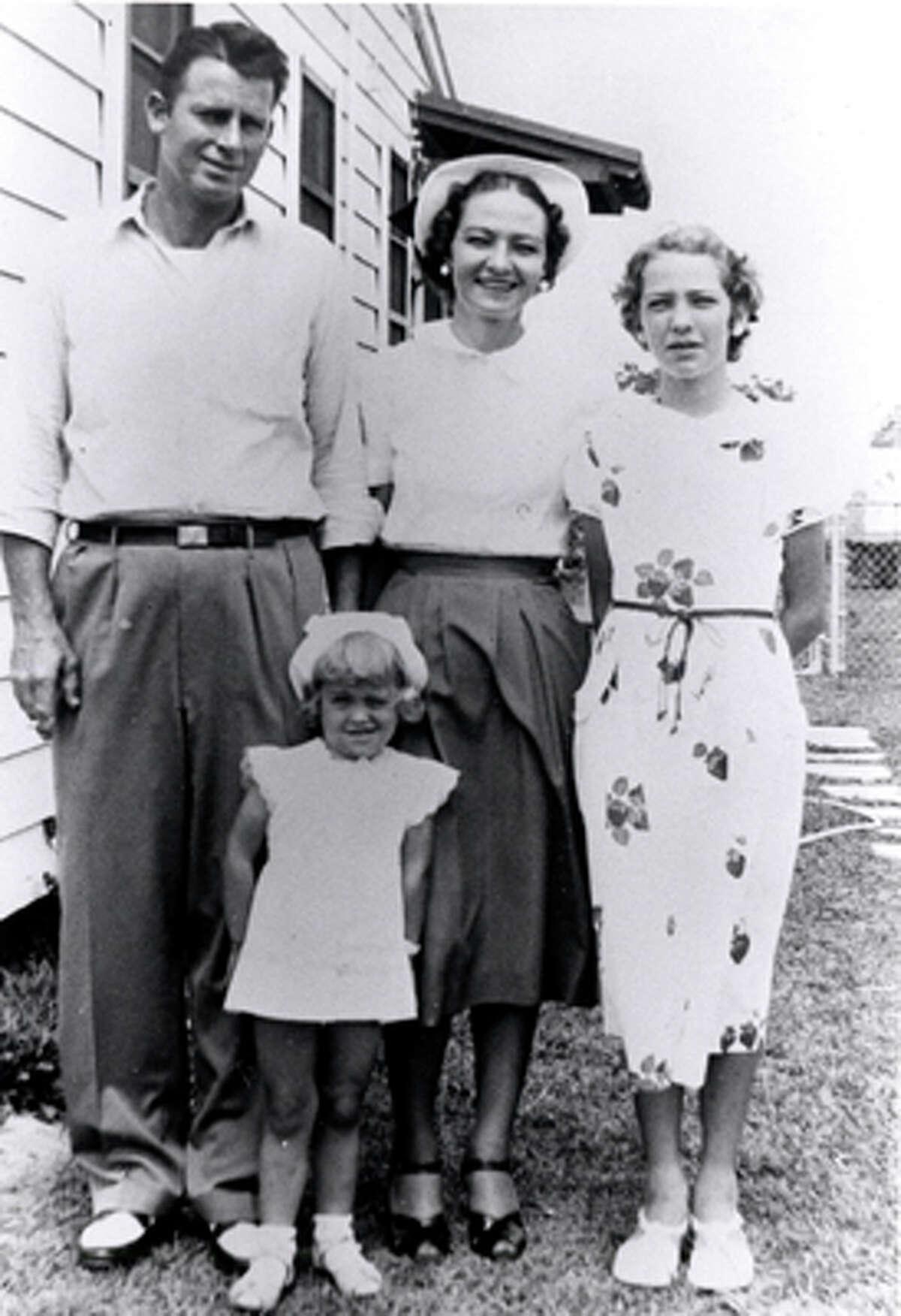 Farrah Fawcett - 3 yrs old with Dad (James Fawcett), Mom (Pauline Fawcett) and sister (Diane Fawcett)