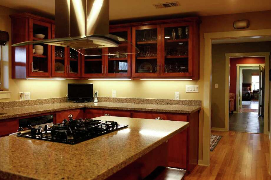 spaces - The kitchen in the home of John and Nancy Masterson in Seguin on Thursday, March 1, 2012. LISA KRANTZ/lkrantz@express-news.net Photo: Lisa Krantz, San Antonio Express-News / @San Antonio Express-News