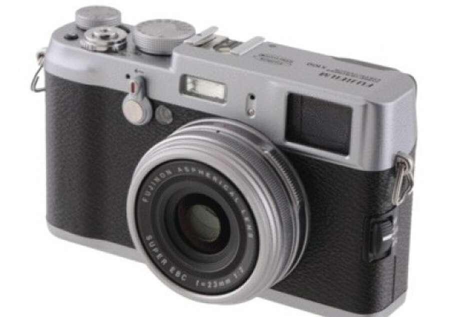 Fujifilm FinePix X100 Photo: Cnet