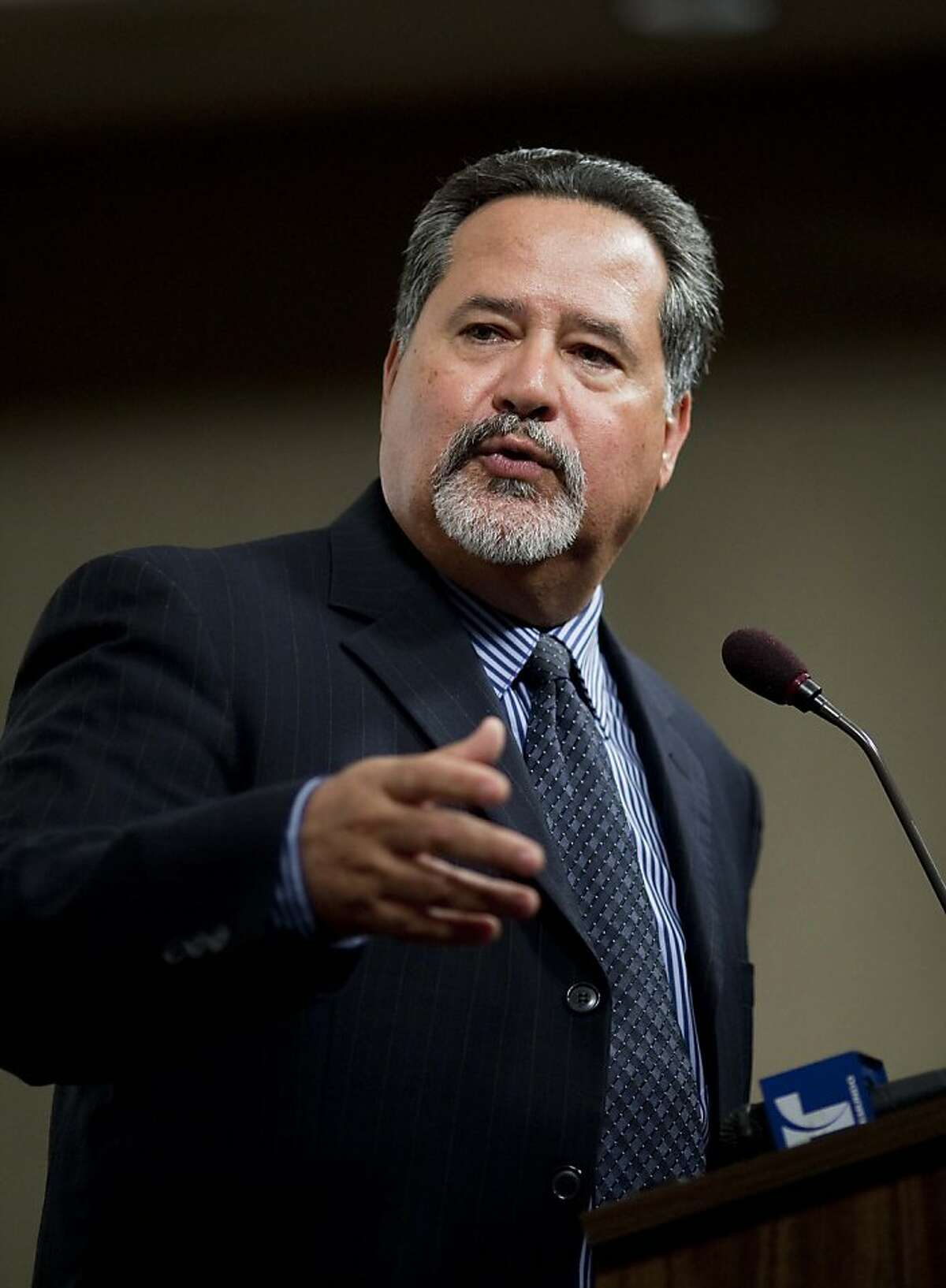 Superintendent Carlos Garcia of the San Francisco Unified School District speaks to members of the media on the district's improved score on the California Standard Test during a press conference at the SFUSD headquarter on Franklin St. in San Francisco, Calif. on Tuesday, Aug. 18, 2009.